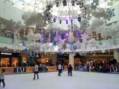 Pista di ghiacchio nel raffinato centro commerciale Taj Mall